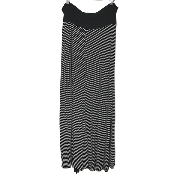 GAP Dresses & Skirts - Gap Black & White Long Flowy Maxi Skirt A030083